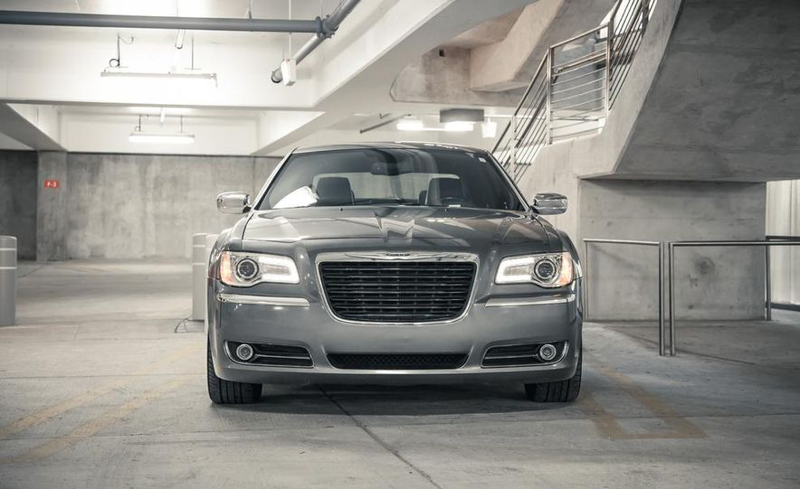 2012 Chrysler 300C - Slide 6