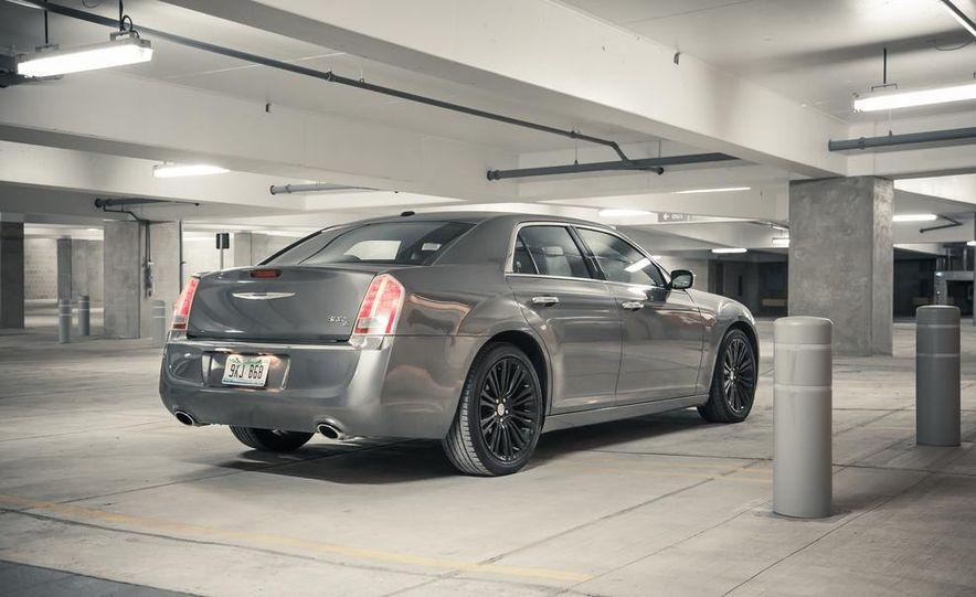 2012 Chrysler 300C - Slide 8