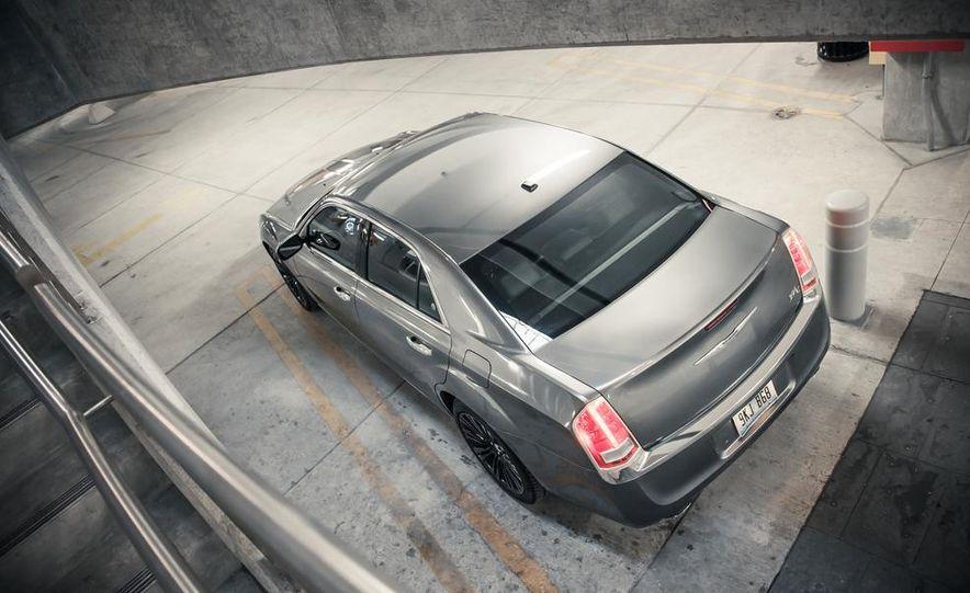 2012 Chrysler 300C - Slide 10