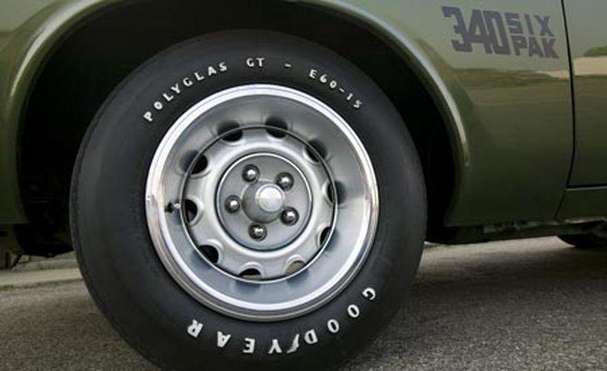 XV Dodge Challenger - Slide 18