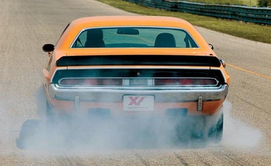 XV Dodge Challenger - Slide 1