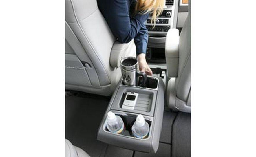 2008 Chrysler Town $amp; Country - Slide 23