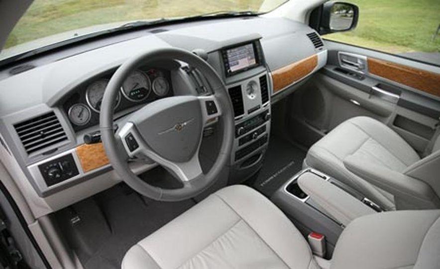 2008 Chrysler Town $amp; Country - Slide 17