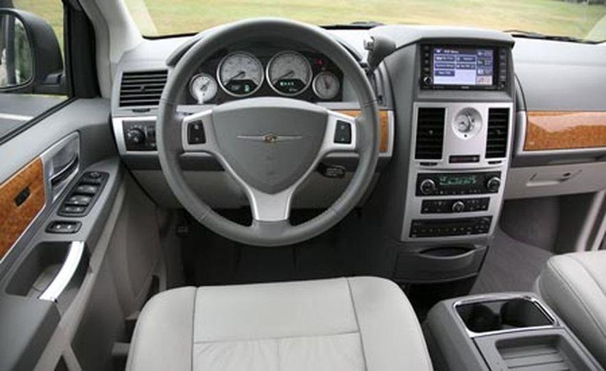2008 Chrysler Town $amp; Country - Slide 18