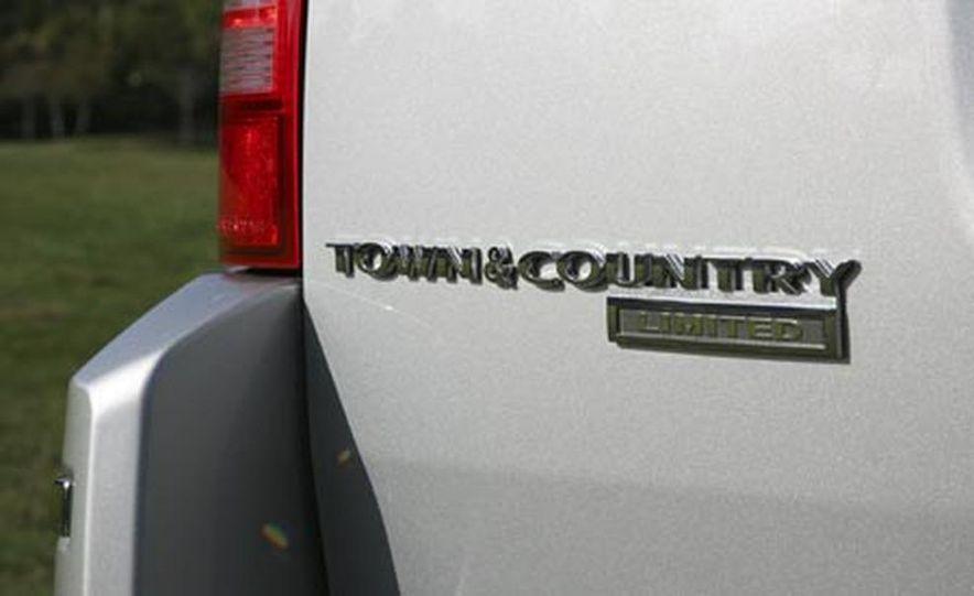 2008 Chrysler Town $amp; Country - Slide 10