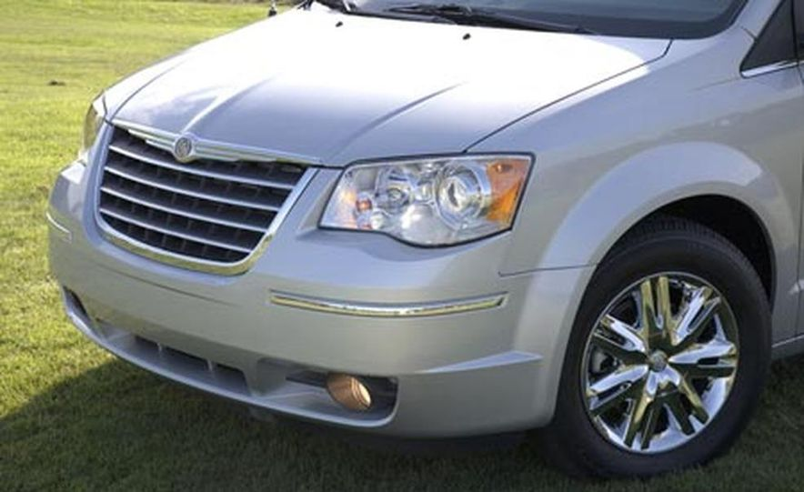 2008 Chrysler Town $amp; Country - Slide 9