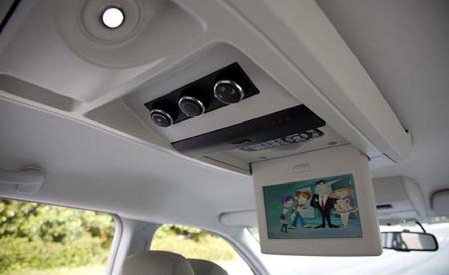 2008 Chrysler Town $amp; Country - Slide 25