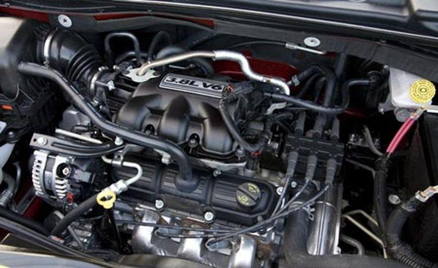 2008 Chrysler Town $amp; Country - Slide 30