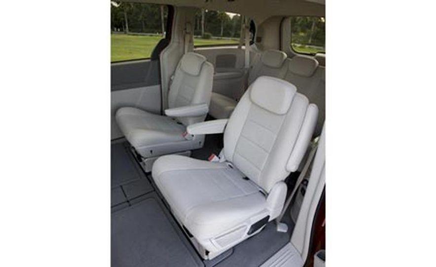 2008 Chrysler Town $amp; Country - Slide 27