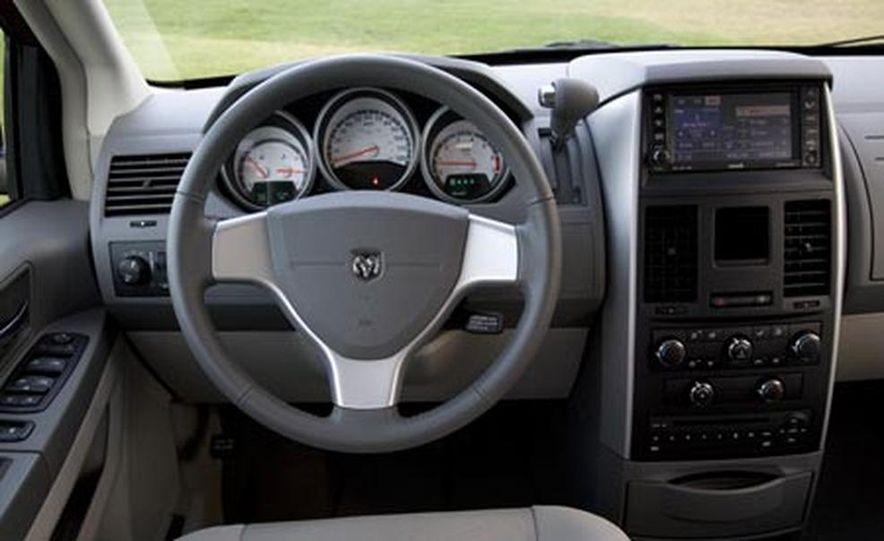 2008 Chrysler Town $amp; Country - Slide 28