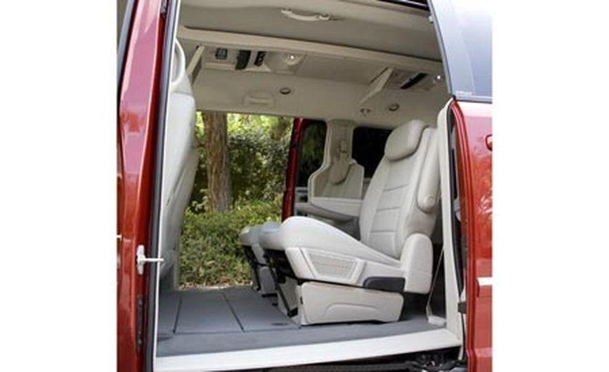 2008 Chrysler Town $amp; Country - Slide 29