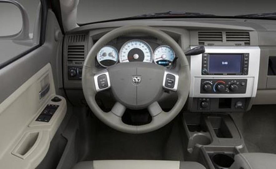 2008 Dodge Dakota 4.7-liter V8 engine - Slide 4