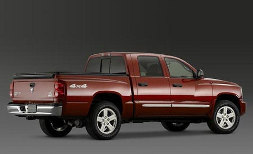 2008 Dodge Dakota 4.7-liter V8 engine - Slide 3