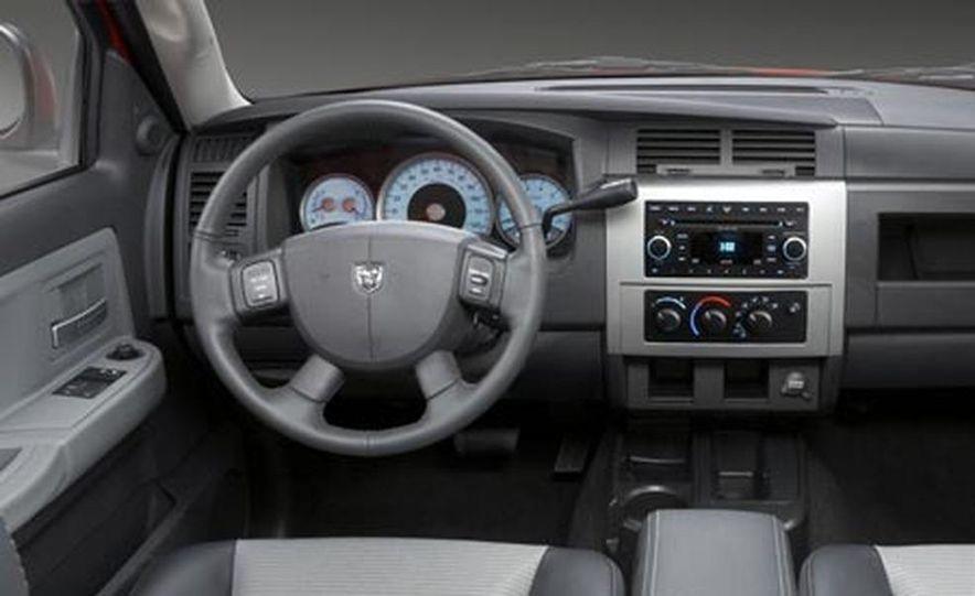 2008 Dodge Dakota 4.7-liter V8 engine - Slide 11
