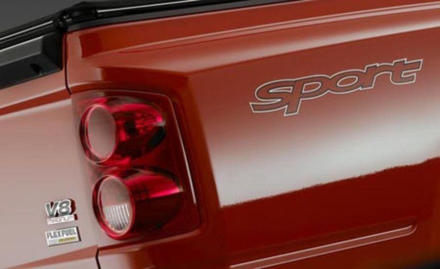 2008 Dodge Dakota 4.7-liter V8 engine - Slide 13