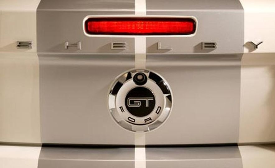 2007 Ford Mustang Shelby GT - Slide 14