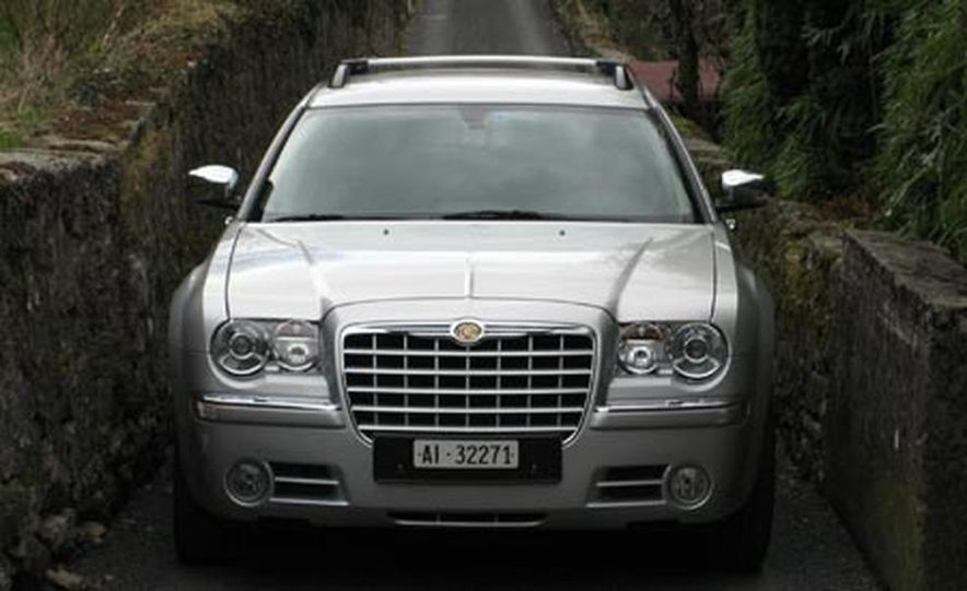 2007 Chrysler 300C Touring AWD - Slide 1
