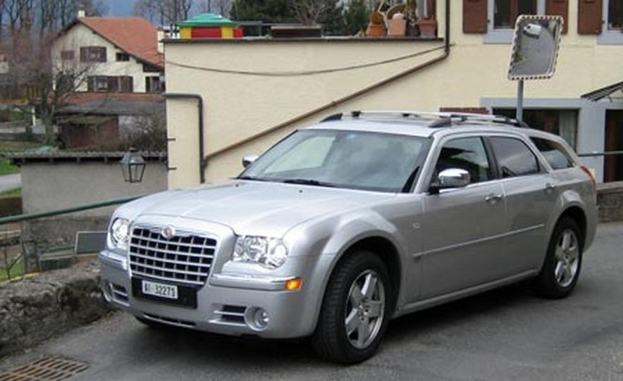 2007 Chrysler 300C Touring AWD - Slide 5