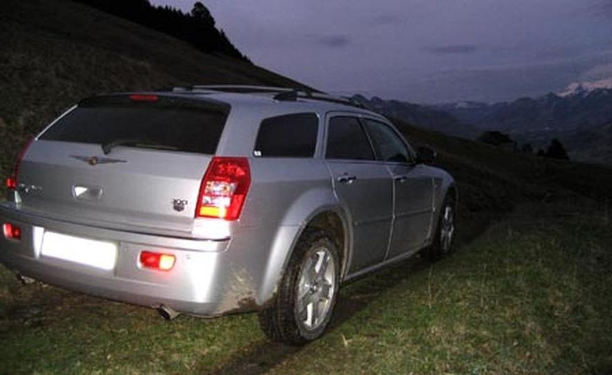 2007 Chrysler 300C Touring AWD - Slide 7