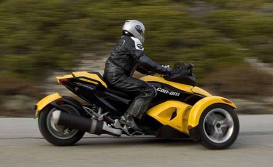 2008 BRP Can-Am Spyder - Slide 1