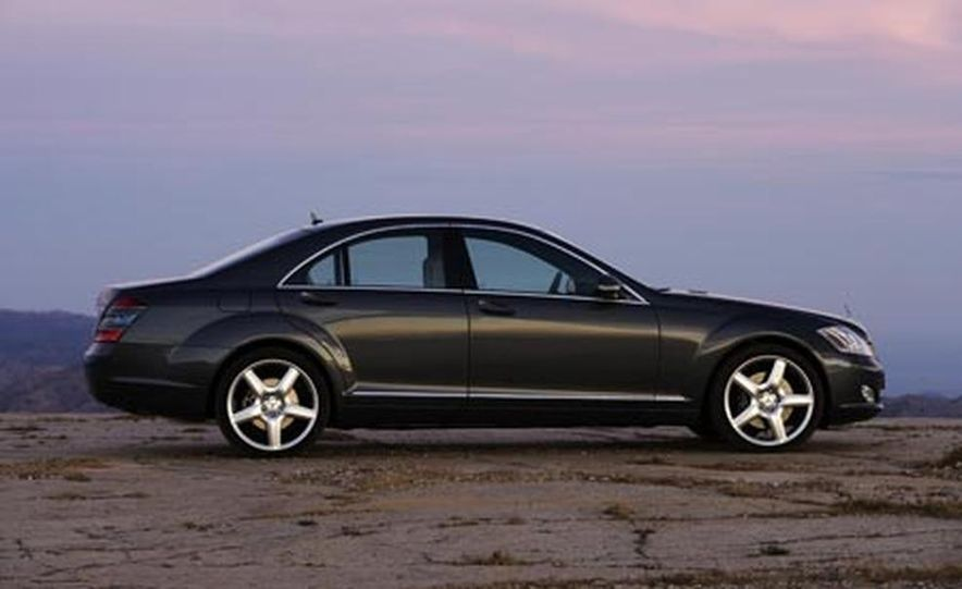 2007 Mercedes-Benz S550 4MATIC - Slide 11