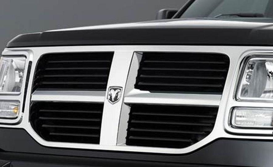2007 Dodge Nitro - Slide 10