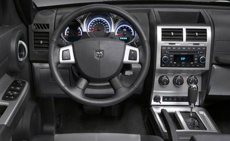 2007 Dodge Nitro - Slide 14