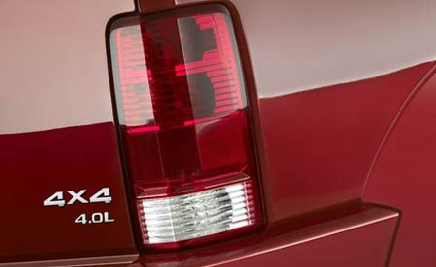 2007 Dodge Nitro - Slide 16