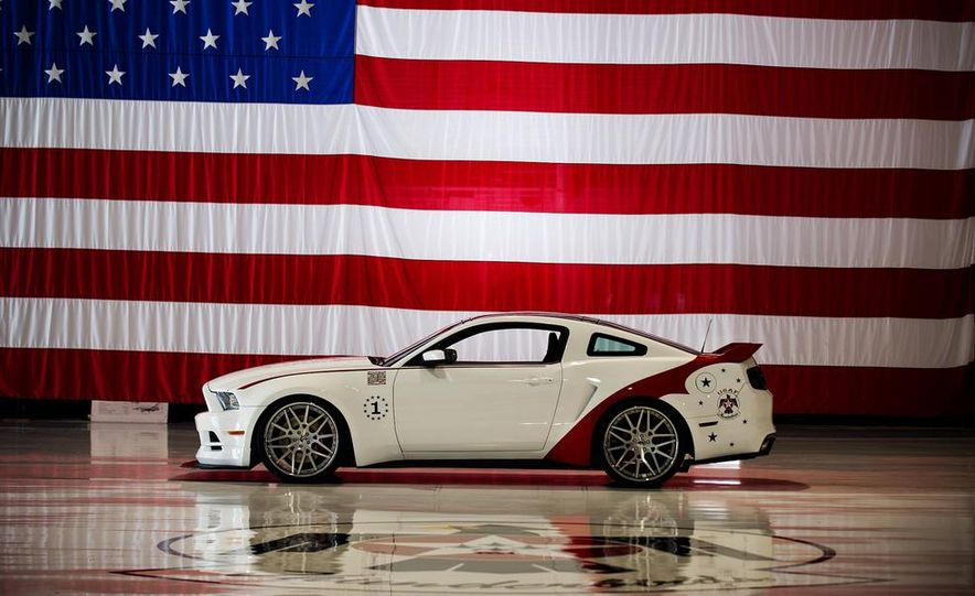 2014 Ford Mustang GT U.S. Air Force Thunderbirds Edition - Slide 8