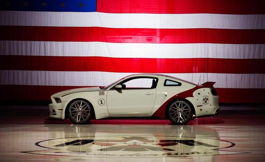 2014 Ford Mustang GT U.S. Air Force Thunderbirds Edition - Slide 9