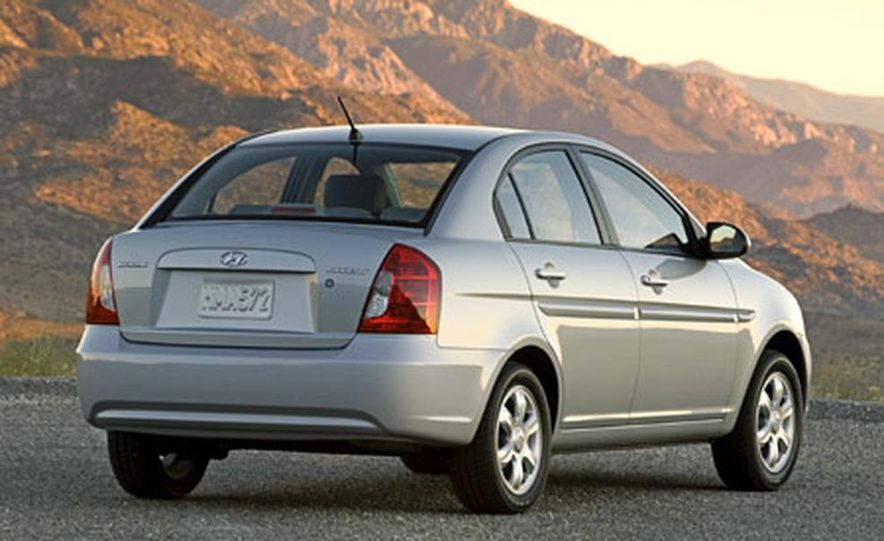Hyundai Accent GLS - Slide 6