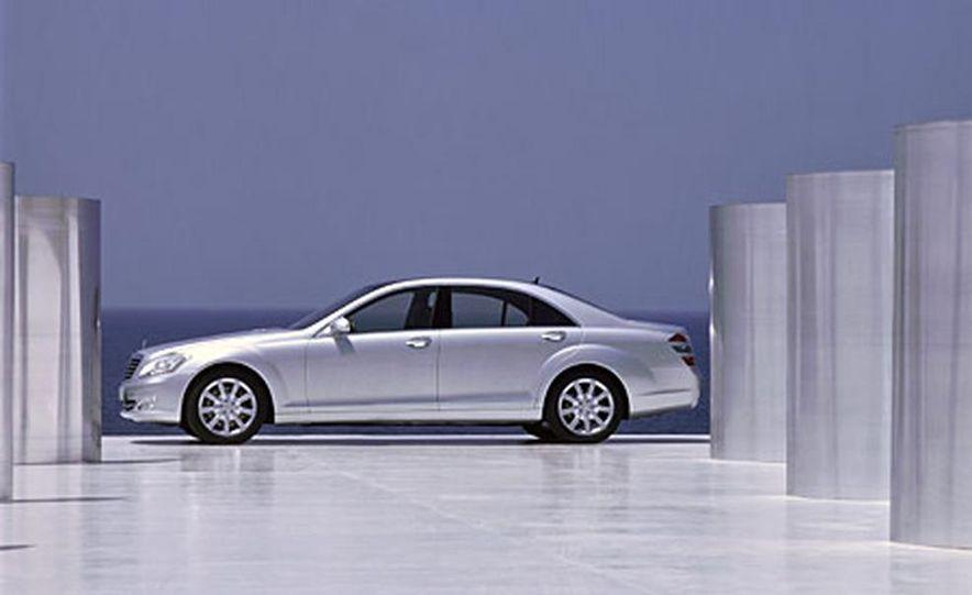 Mercedes-Benz S-CLass - Slide 2
