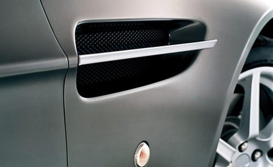 Aston Martin V-8 Vantage - Slide 15