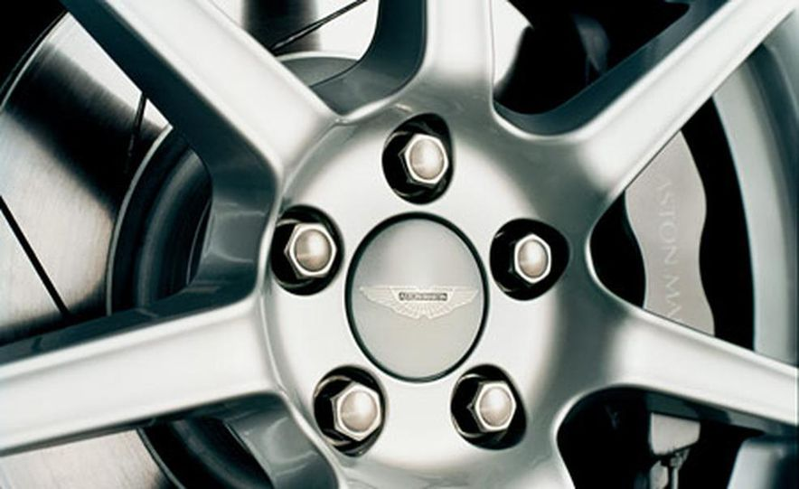Aston Martin V-8 Vantage - Slide 19