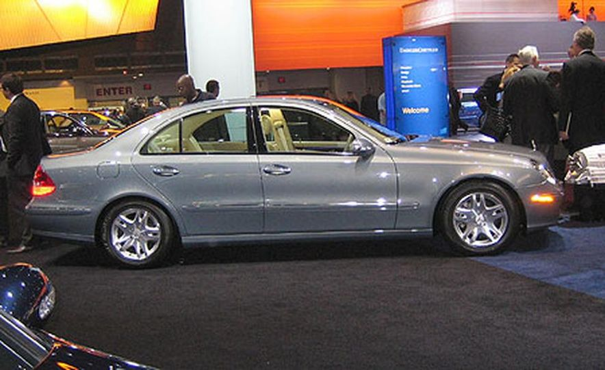 Mercedes-Benz E350 - Slide 1