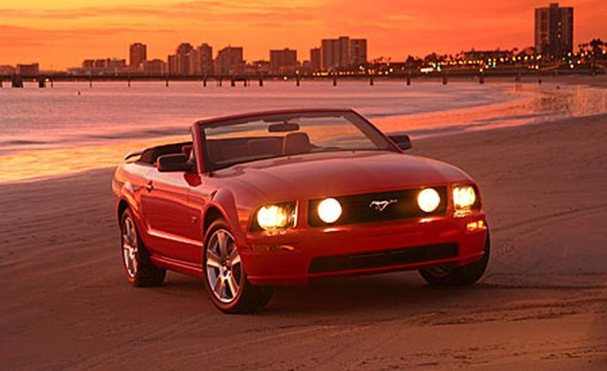 Ford Mustang Convertible - Slide 1