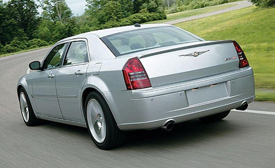 Chrysler 300C SRT-8 - Slide 4