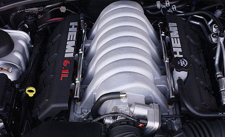 Chrysler 300C SRT-8 - Slide 5