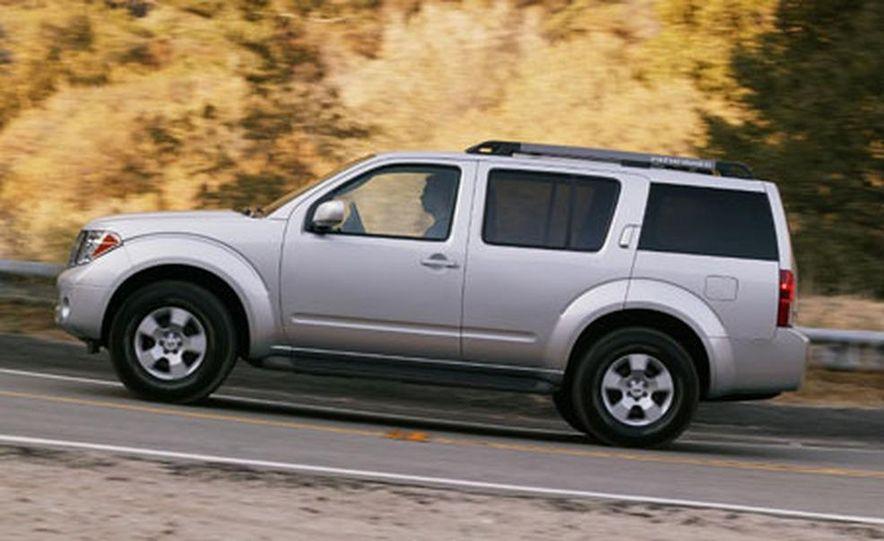 Nissan Pathfinder - Slide 1