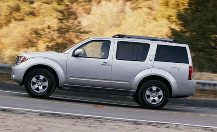 Nissan Pathfinder - Slide 4