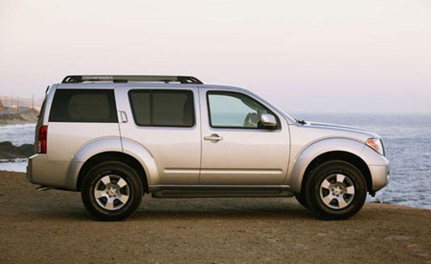 Nissan Pathfinder - Slide 5