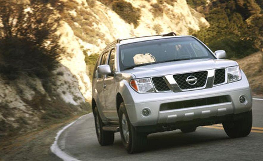 Nissan Pathfinder - Slide 7