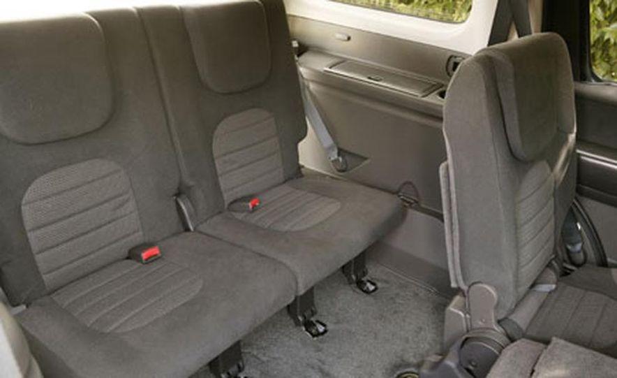 Nissan Pathfinder - Slide 16