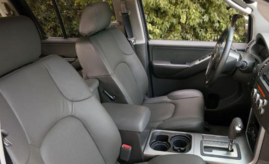 Nissan Pathfinder - Slide 17
