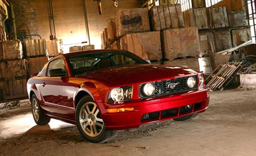 2005 Ford Mustang - Slide 8