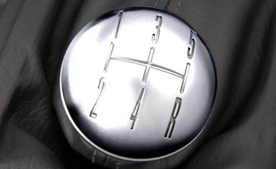 2005 Ford Mustang - Slide 12