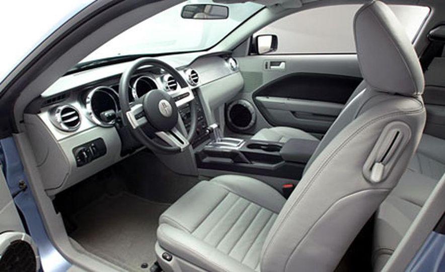 2005 Ford Mustang - Slide 16