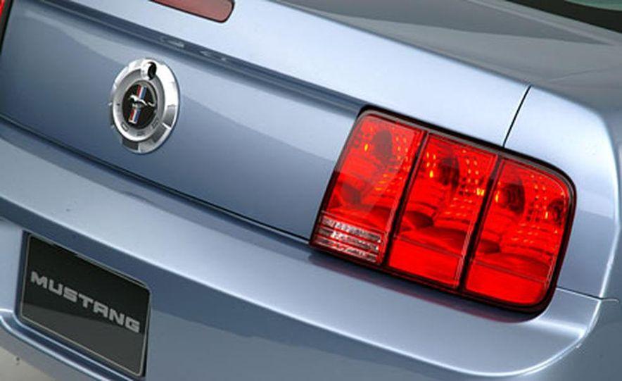 2005 Ford Mustang - Slide 19