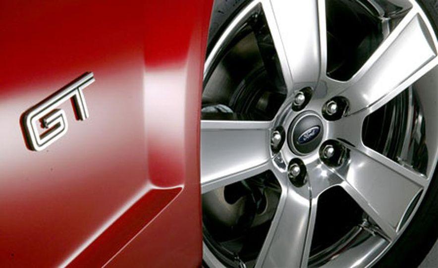 2005 Ford Mustang - Slide 24