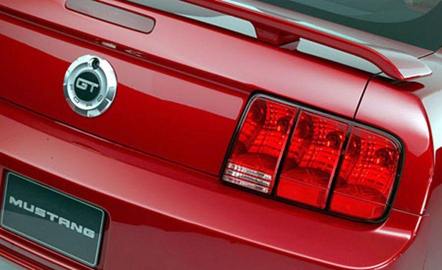 2005 Ford Mustang - Slide 27